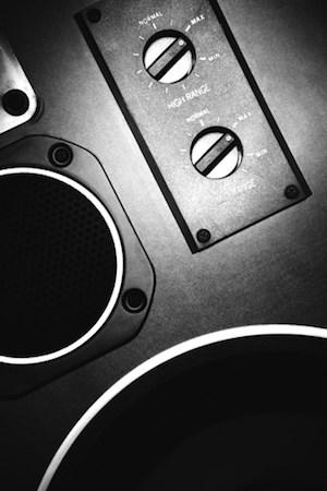 radio-speaker_BW_MPj04286200000[1]